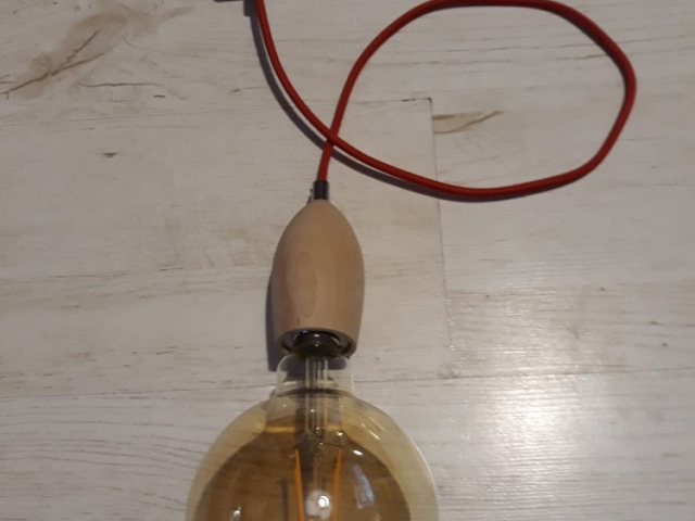 Lampa z drewna zwis